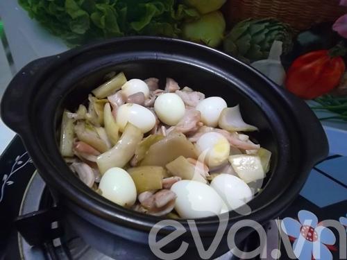 Giòn giòn dạ dày kho dưa cải trứng cút - 6