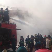 Cận cảnh vụ cháy kinh hoàng ở cây xăng