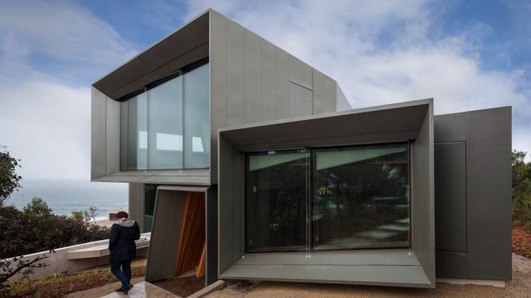Được hoàn thành trong năm 2012, căn biệt thự tại miền nam nước Úc này hội tụ hầu hết những yếu tố làm người ta phải 'phát thèm': rộng rãi, sang trọng, bắt mắt, nhìn ra biển xanh...