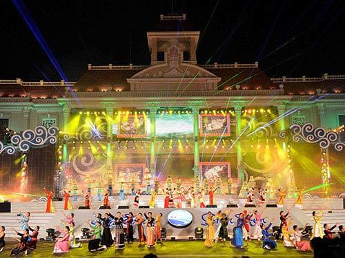 khai mac festival bien nha trang 2013 - 1