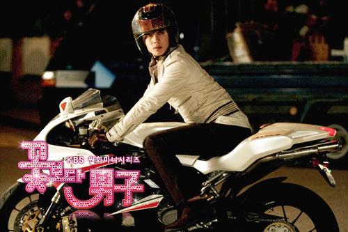 Ai đi moto ngầu nhất màn ảnh Hàn? - 2