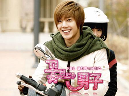 Ai đi moto ngầu nhất màn ảnh Hàn? - 1