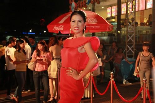 "angela phuong trinh ""bong mat"" sau scandal - 10"