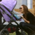 Làng sao - Vic cười tít bên con gái Harper