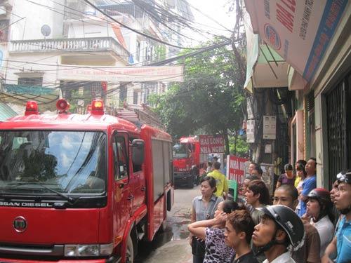 Hà Nội: Cháy quán cơm, người dân hoảng loạn-1