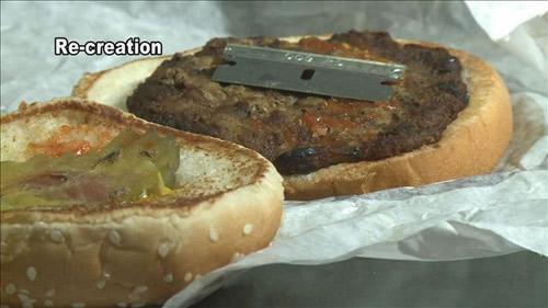 phat hien luoi dao lam trong... banh hamburger - 2