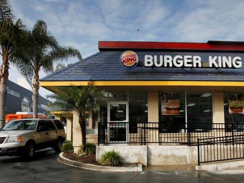 phat hien luoi dao lam trong... banh hamburger - 3