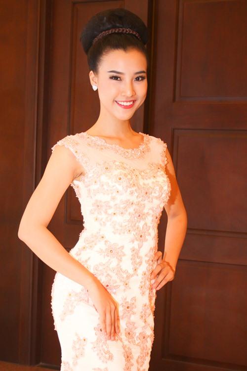 Á hậu Hoàng Oanh tỏa sáng trên sàn catwalk - 11