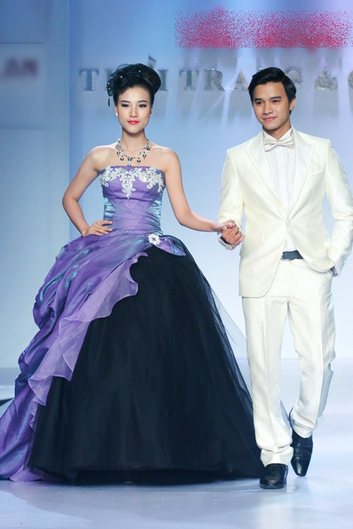 Á hậu Hoàng Oanh tỏa sáng trên sàn catwalk - 4