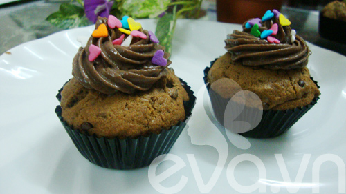 Cupcake sô cô la cà phê - 10