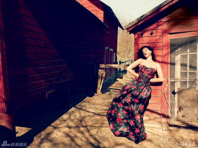 Trong bộ ảnh mới do tạp chí Vogue thực hiện, Katy Perry hóa thân vào hình tượng cô gái đồng quê gợi cảm, ngọt ngào và mang hơi hướng cổ điển.