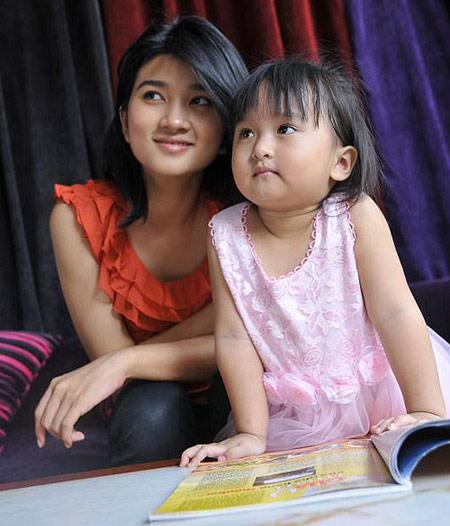 Ngắm con gái 5 tuổi đáng yêu của Kim Tuyến - 1