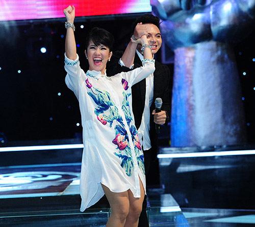 """hong nhung: toi phai """"vat va"""" dua cac em ve - 2"""