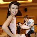 """Làng sao - Angela Phương Trinh nhí nhảnh cạnh """"trai Tây"""""""