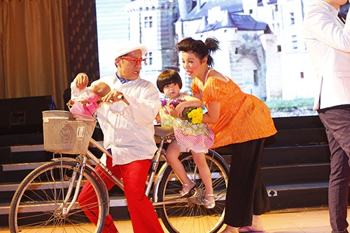 thuy nga lan dau dua con gai len san khau - 4