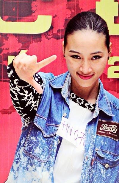 angela phuong trinh khoe sac ben ho guom - 9
