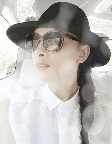 angela phuong trinh khoe sac ben ho guom - 12