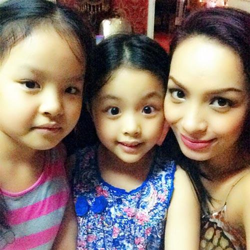 angela phuong trinh khoe sac ben ho guom - 5