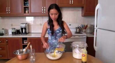video: cach lam de banh pizza tai nha - 4