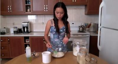video: cach lam de banh pizza tai nha - 3