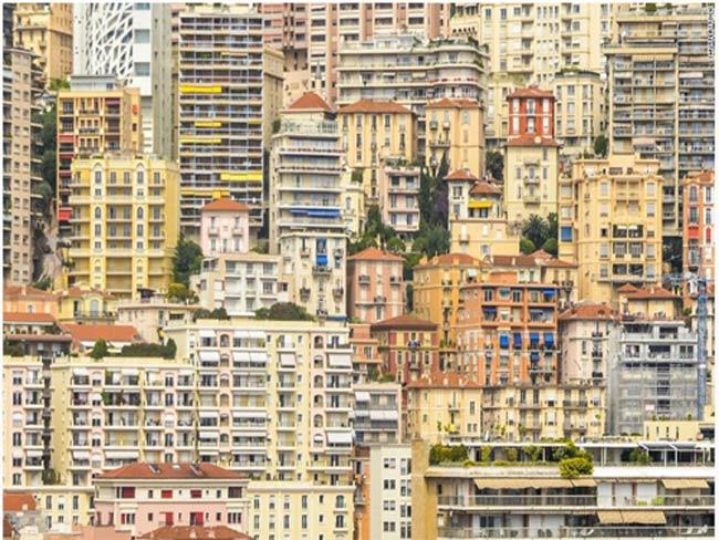 Khảo sát củaGlobal Property Guidetại 112 thành phố trên toàn thế giới, thành phốMonte Carlo của vương quốcMonaco là nơi có giá thuê nhà đắt nhất trên thế giới với mức giá thuê trung bình là10.099 USD/một tháng cho một căn hộ là 120 mét vuông (khoảng 1.292 feet vuông).