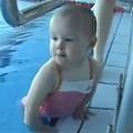 Clip Eva - Bé 1 năm 9 tháng tuổi bơi như người lớn.