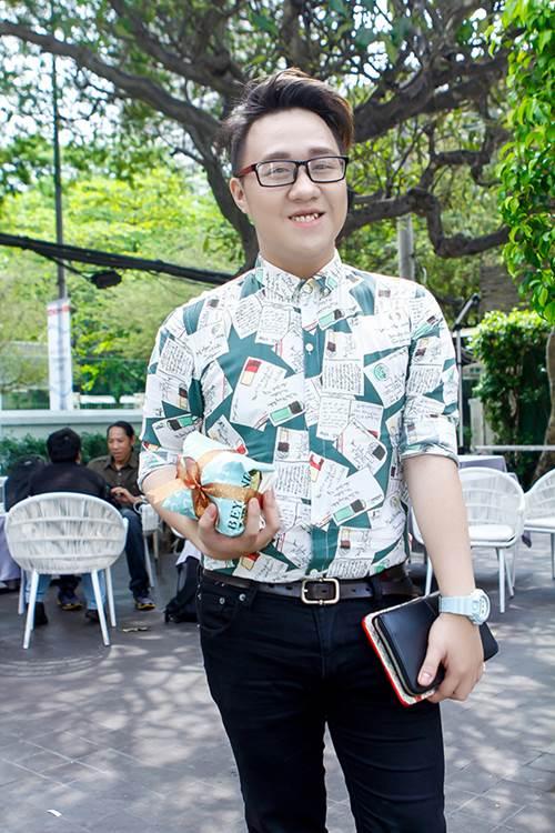 phuong mai khoe lung ong day hap dan - 11