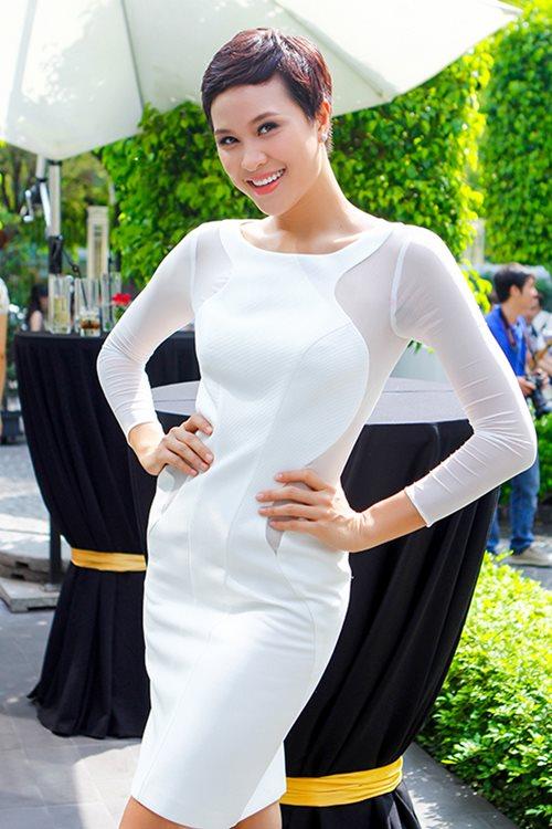 phuong mai khoe lung ong day hap dan - 4