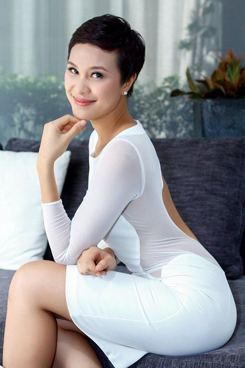 phuong mai khoe lung ong day hap dan - 5