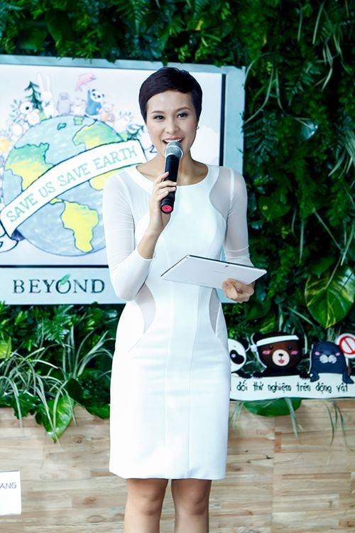 phuong mai khoe lung ong day hap dan - 7