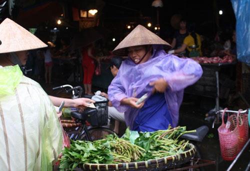 lon nuoi nuoc gao, cua lam lem bun hut khach thanh pho - 2
