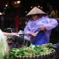Mua sắm - Giá cả - Lợn nuôi nước gạo, cua lấm lem bùn hút khách thành phố