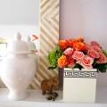 Nhà đẹp - Cắm hoa trong hộp khăn giấy nổi bật