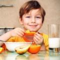 Làm mẹ - Ăn cam hàng ngày, trẻ bị loãng máu?