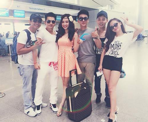 angela phuong trinh khoe chan thon dai o san bay - 5
