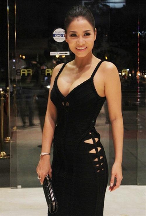 thuy tien goi cam 'het co' cung corset - 19