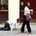 Tin tức - Sốc: Người đàn ông bị buộc cổ dẫn đi dạo như vật nuôi
