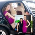 Làng sao - Ngân Khánh sang chảnh đưa mẹ đi sự kiện