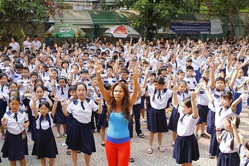 "thuy uyen khoe da ngam ""khong dung hang"" - 7"