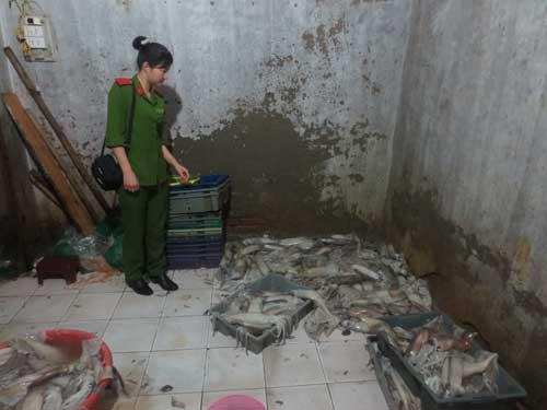 tay trang muc thoi bang hoa chat cong nghiep - 1