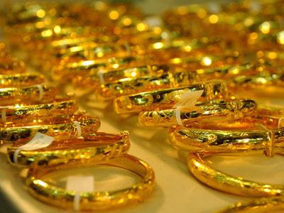 Giá vàng vọt lên mức cao nhất 3 tuần-1