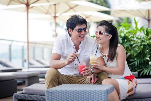 """Vợ chồng Bình Minh """"hâm nóng"""" 6 năm cưới - 1"""