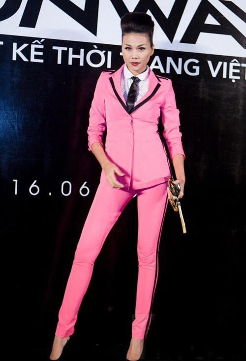 """my nhan """"xinh trai"""" voi comple hong thoi thuong - 1"""