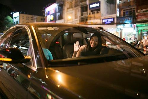 khanh my tu lai xe sang di thu do - 2