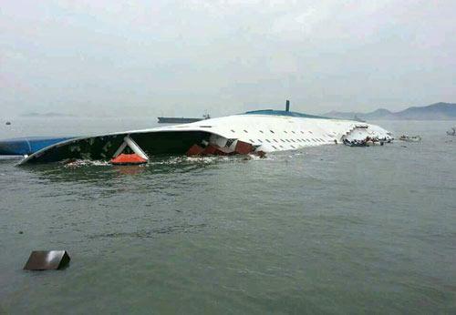 Hàn Quốc: Lật phà, 474 người mất tích trên biển - 3