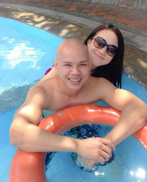 Phan Đinh Tùng ngọt ngào bên vợ trẻ-3