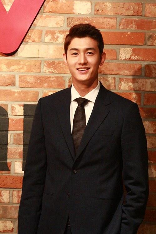 Vân Trang tươi tắn sánh vai Yeo Jin Goo-10