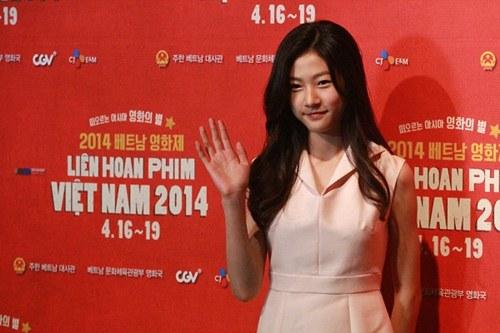 Vân Trang tươi tắn sánh vai Yeo Jin Goo-11