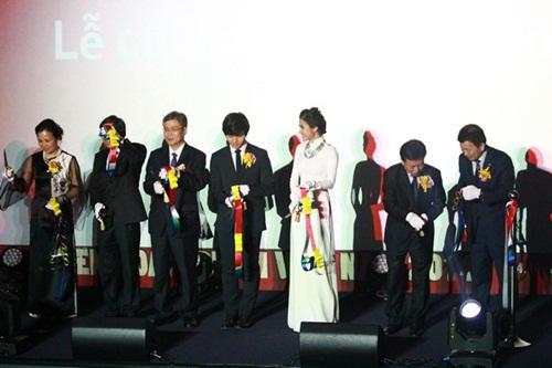 Vân Trang tươi tắn sánh vai Yeo Jin Goo-12