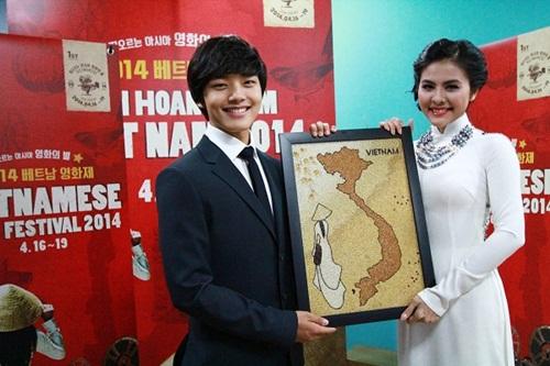 Vân Trang tươi tắn sánh vai Yeo Jin Goo-3
